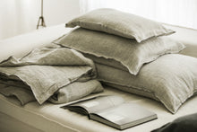 Bed and philosophy - Light grey linen bedding