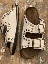 naturel / off white studs suede sandals