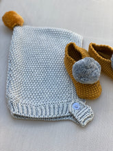 Pompom knitted booties