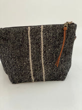 libeco linen pouch with black stripe