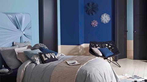blue-bedroom-with-blue-walls