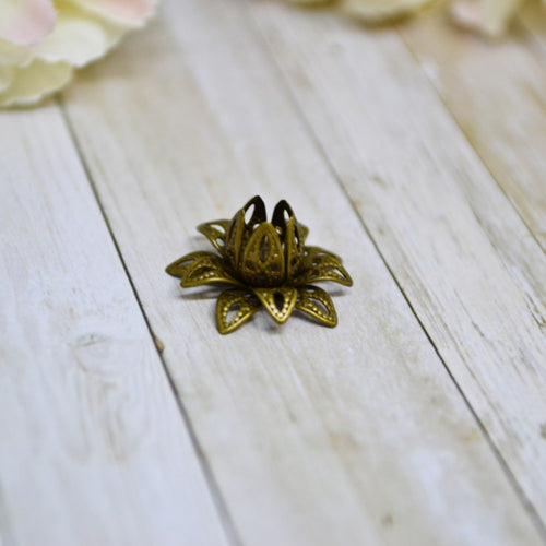 Antique Bronze 3D Metal Filigree Clasping Clone Flower 1.5cm