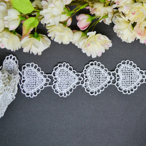 Scallop Edge Heart Lace - 30cm