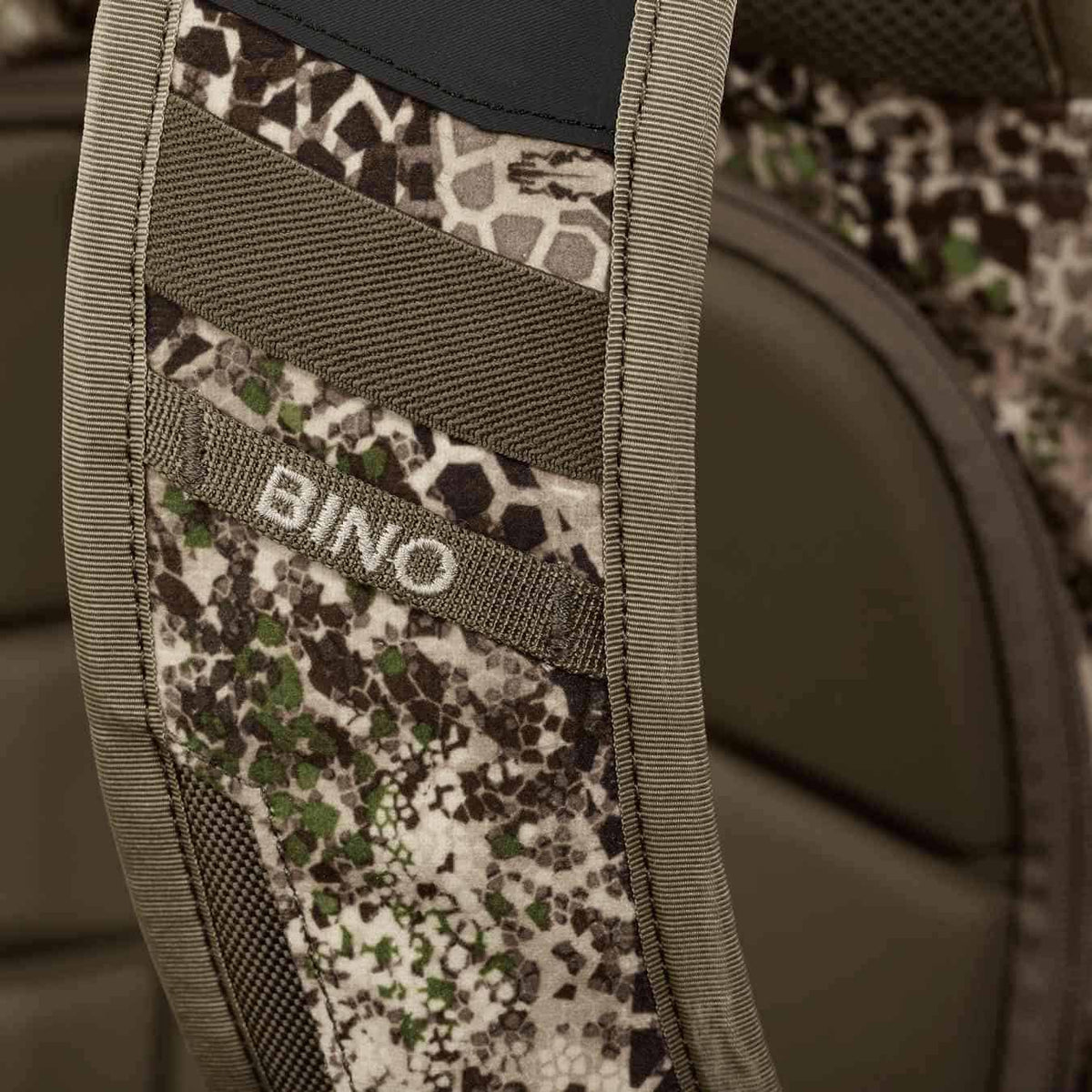 Badlands Packs 2200 Hunting Backpack 2020 Model Approach Camo Back Additional Bino Connect Detail
