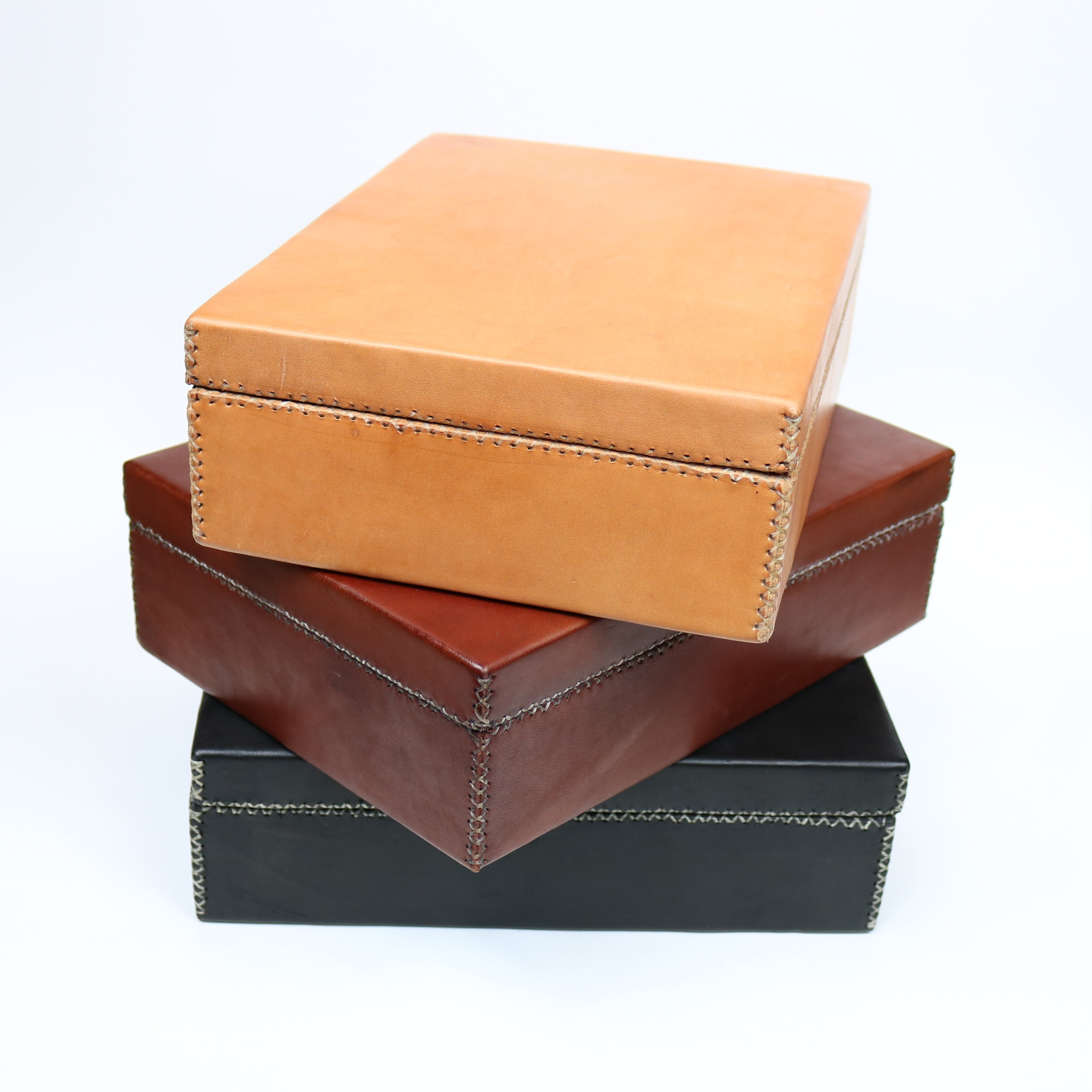 Bati | Tan Leather Box | Quality Handmade Leather Goods from Paraguay, Leather Accessories, Home and Decor, Leather Trays, Leather Boxes, Bati