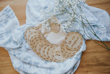 Wooden pregnancy milestone card discs - Wreath
