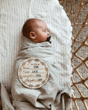 "Wooden ""I'm here"" birth announcement disc - Wreath"