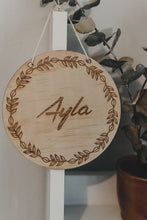 13.5 cm personalised name plaque\wall hanging - WREATH