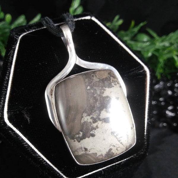 Volcanic Stone in Sterling Silver Pendant (13.8 g)