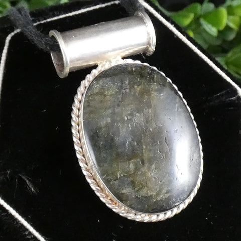 Green Kyanite in Sterling Silver Pendant (9.9 g)