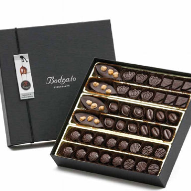 Gift box with assorted extra dark chocolate pralines 44 pcs 500gr