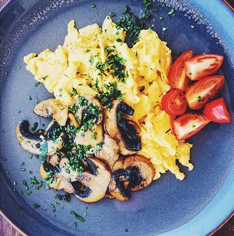 Scrambled Eggs with Cream, Spinach, Mushroom and Tomato (NDIS)