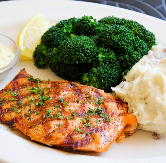 Pan Seared Salmon with Broccoli & Tartare Sauce and Mash Potato (NDIS)