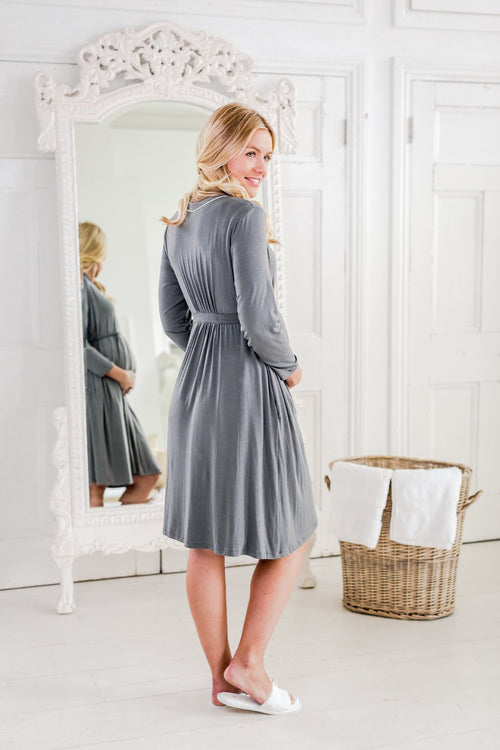 maternity dressing gown / maternity bathrobe / stylish maternity nightwear