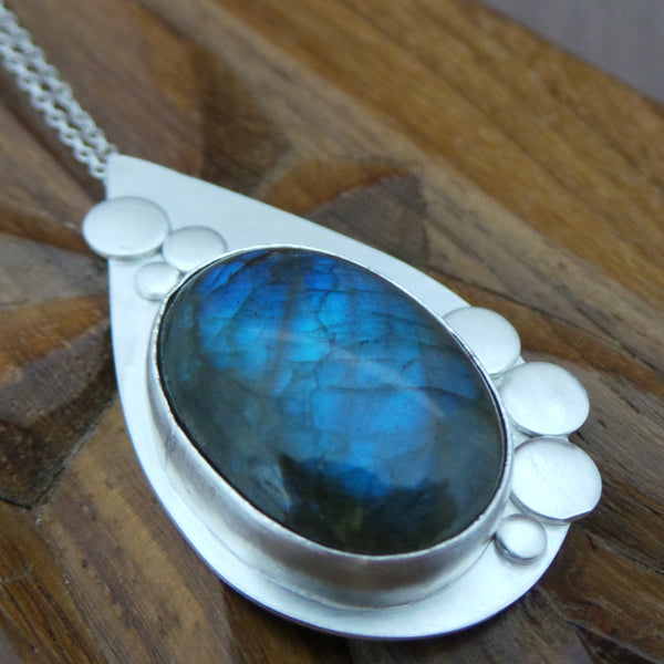 learn stone setting at the Jewellery Summer School with Joanne Tinley Jewellery