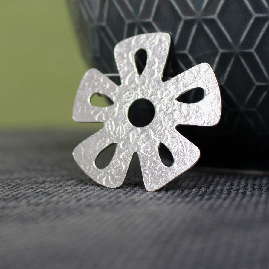 sterling silver daisy brooch at Joanne Tinley Jewellery