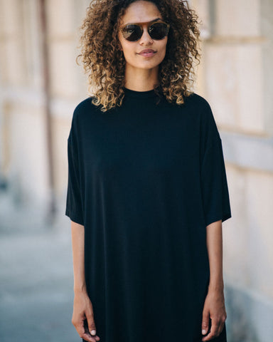 BLACK SHORT SLEEVE T-SHIRT WITH BLACK COLLAR