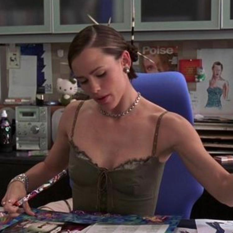 Jennifer Garner wears hair sticks in movie