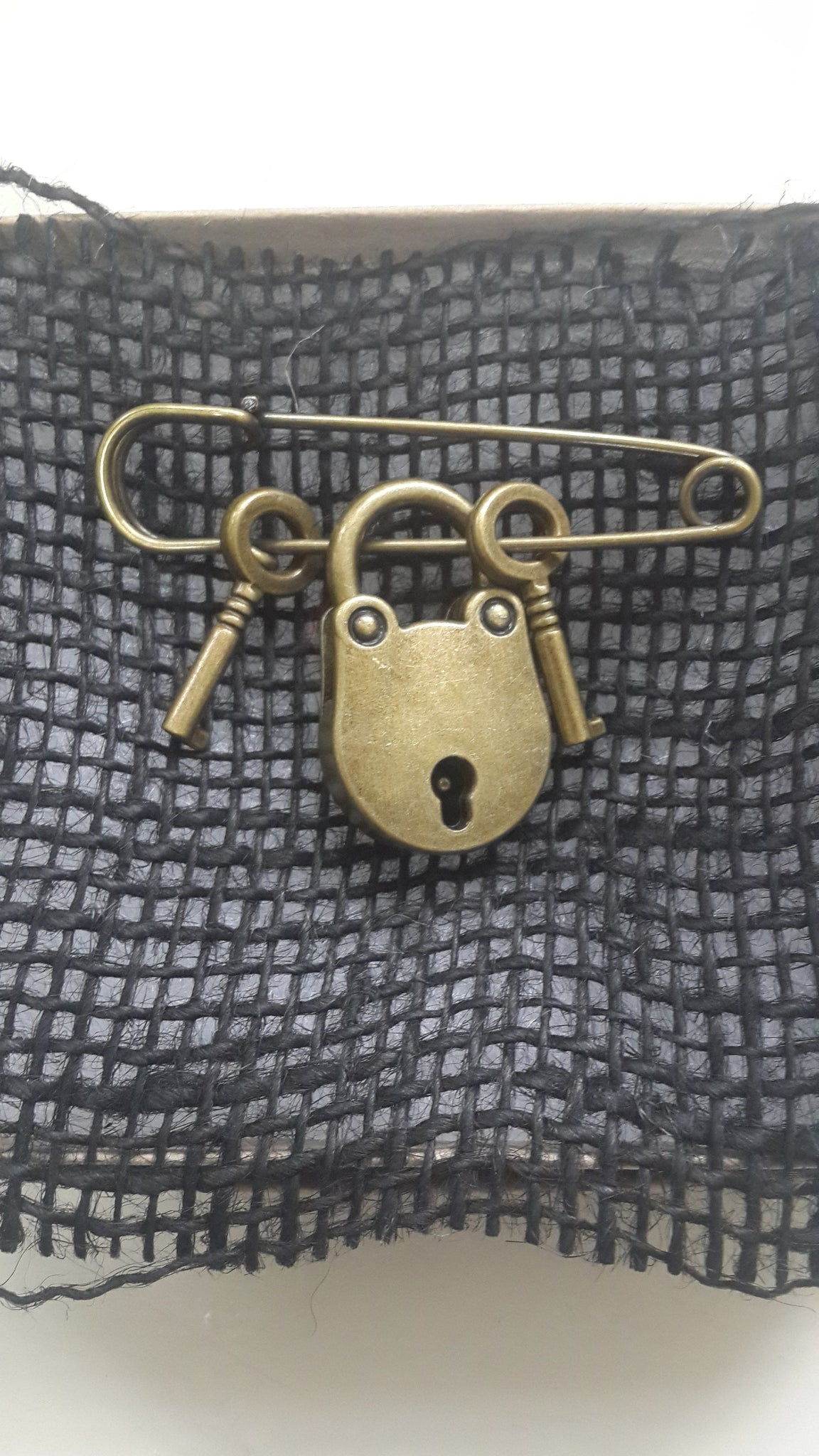 Brooch Pin - Lock and Keys