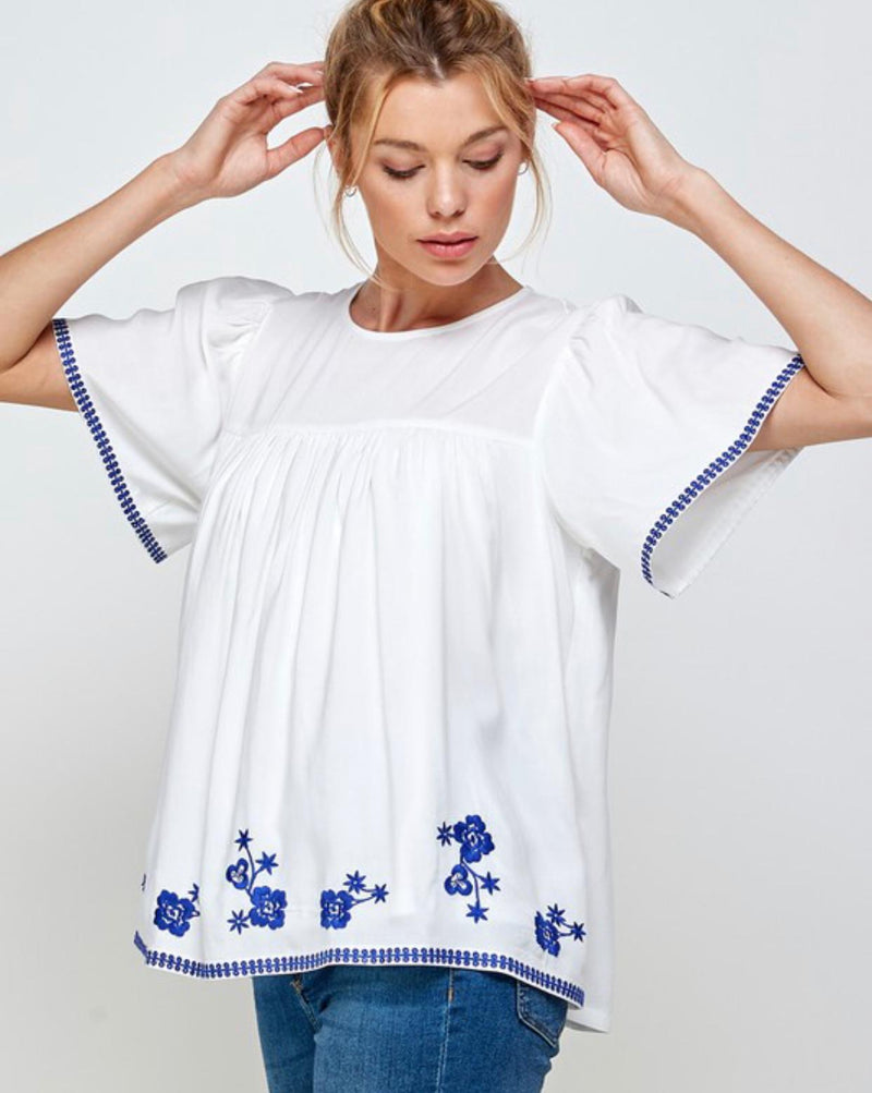 Embroidery off white navy details