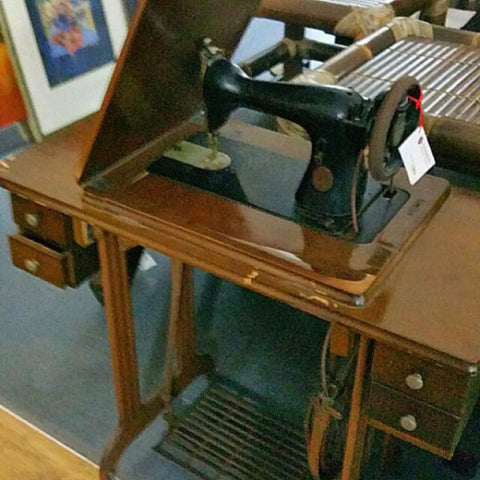 VINTAGE STANDARD SEWING MACHINE - DISPLAY ONLY - Redsagaseeds