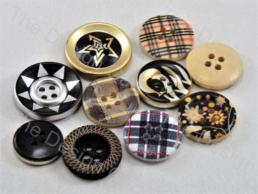 Assorted Pack Of Wooden 28L Button