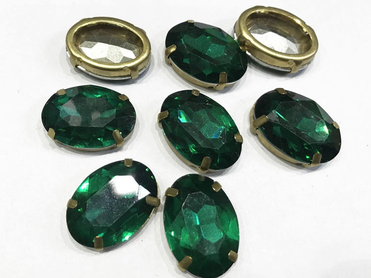 Emerald Green Oval Resin Stones with Catcher (25x18 mm)