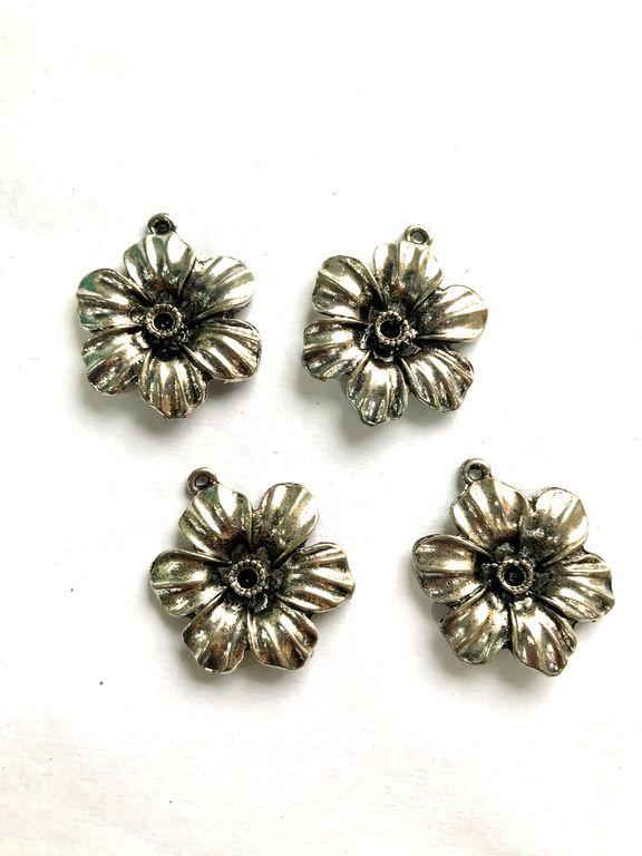 Silver Flower Metal Piece Embellishment (30 mm)