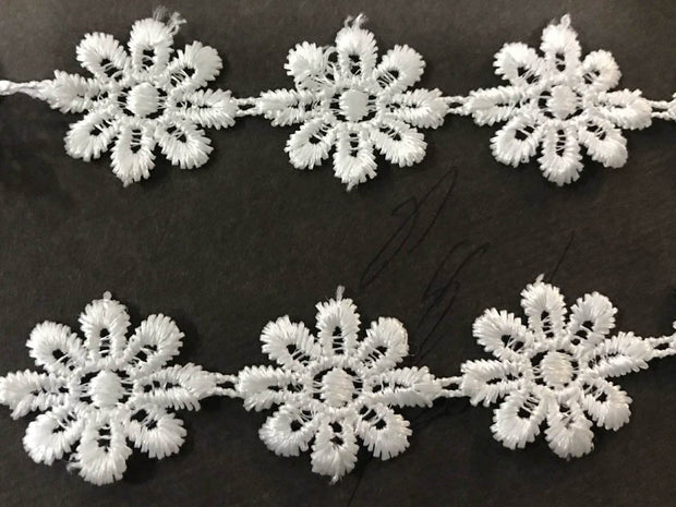 White Flower Designer Dyeable GPO Lace (24 mm)