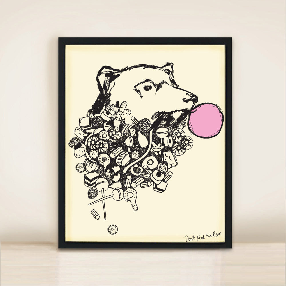 BEAR WITH BUBBLE GUM PRINT