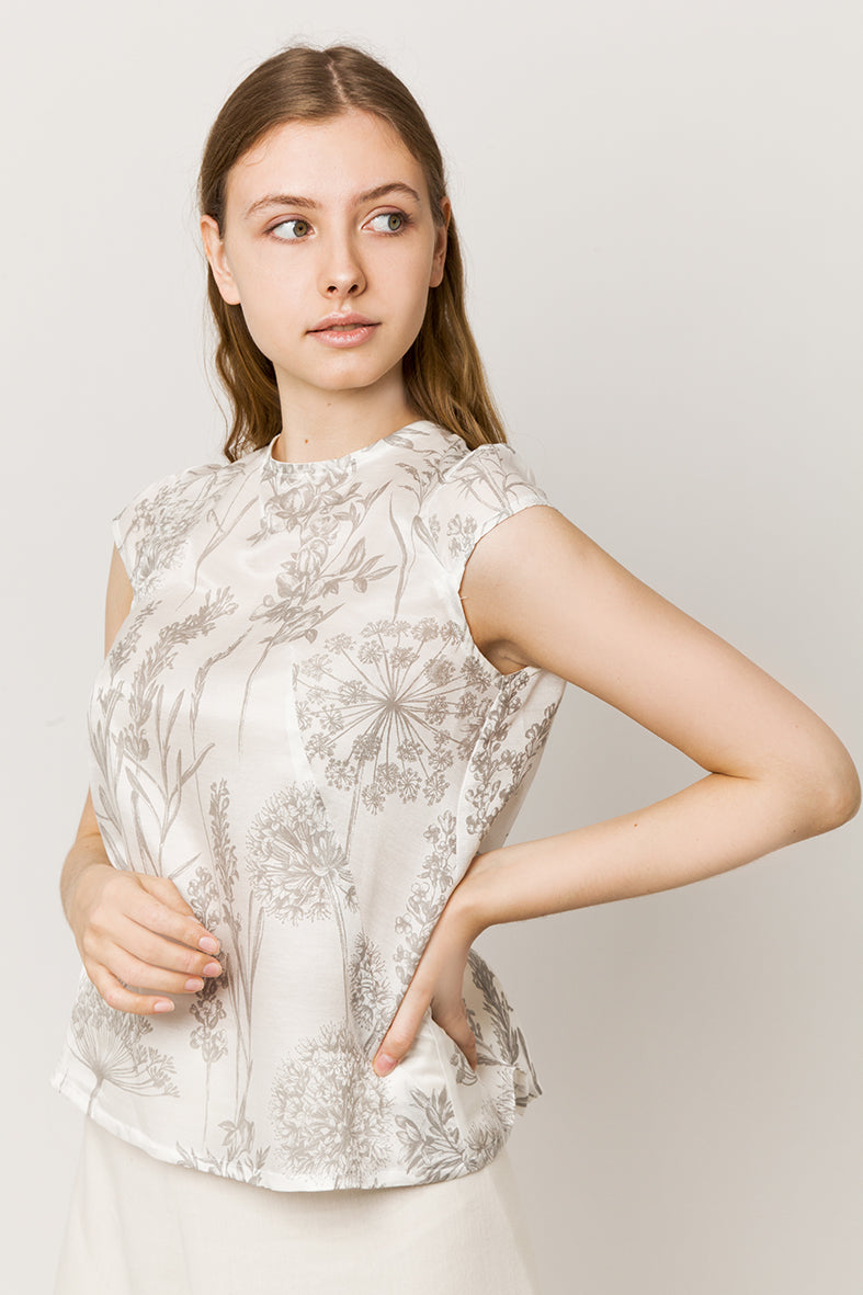 Model in sleeveless silk & cotton top side look