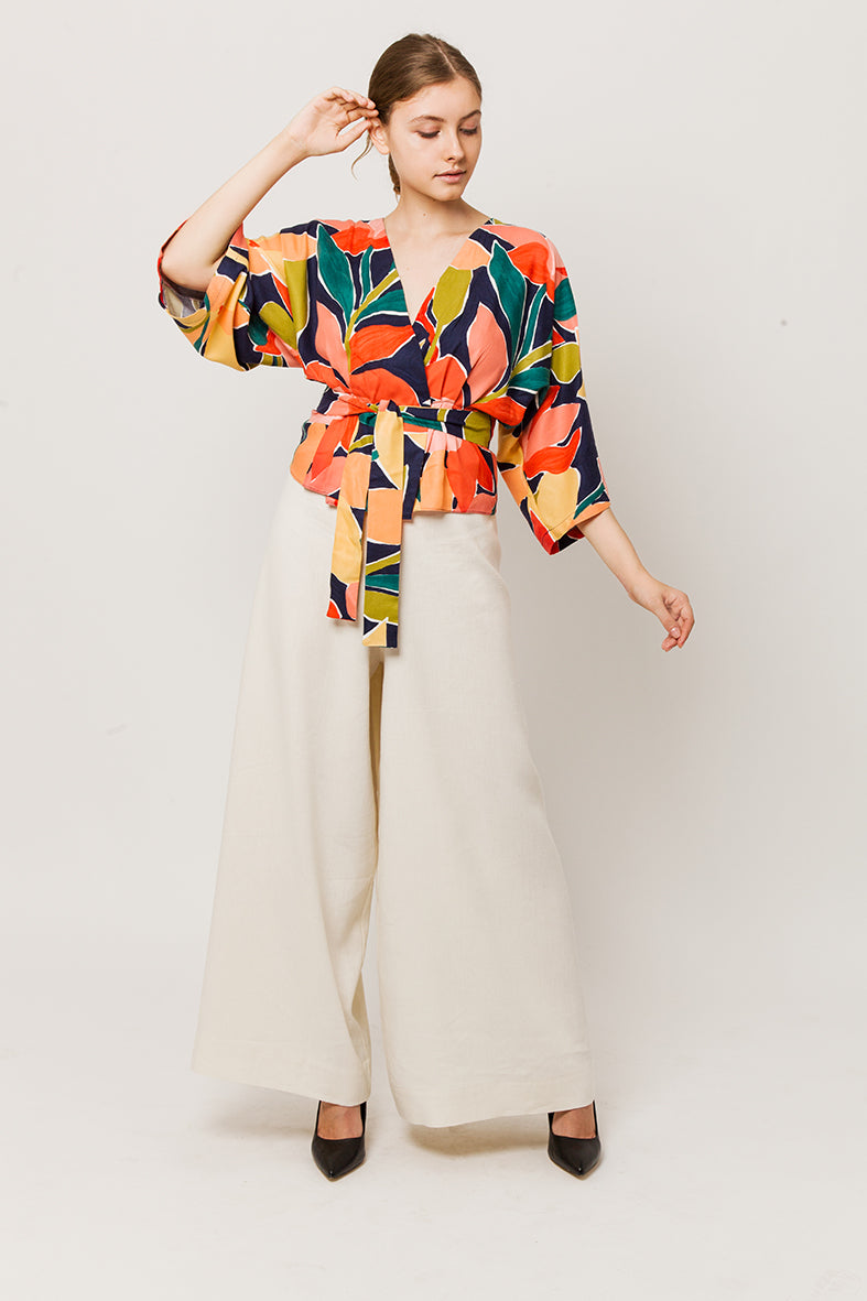Total tiche look - Colorful wrapover kimono top with white pants