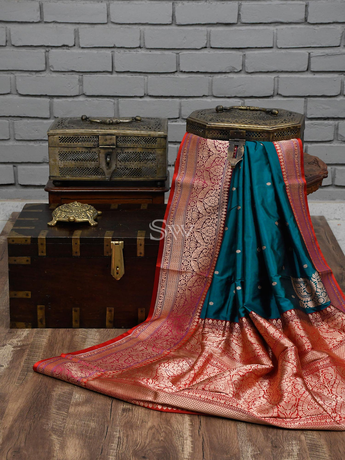 Midnight Blue Konia Booti Katan Silk Handloom Banarasi Saree - Sacred Weaves