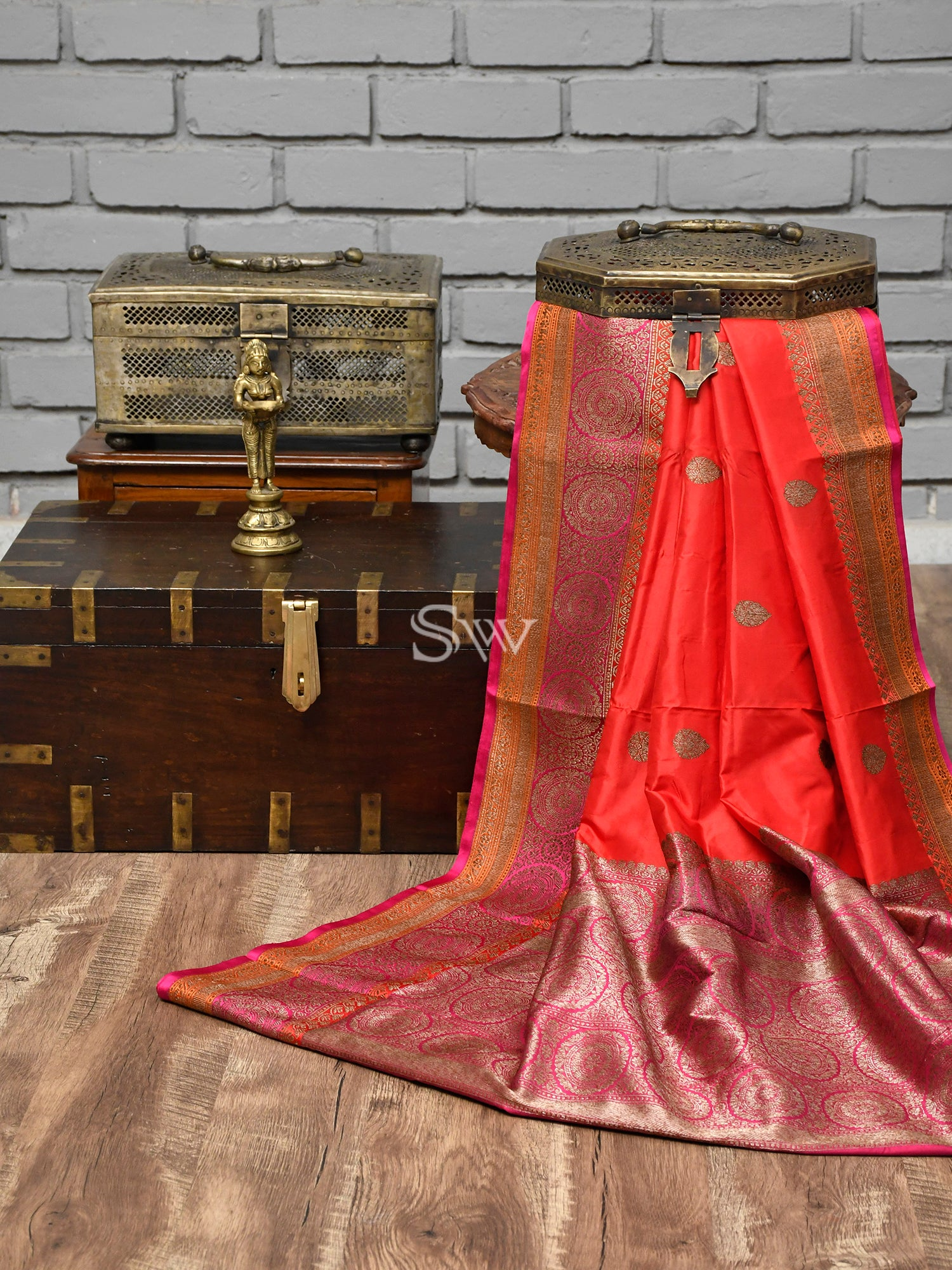 Red Booti Katan Silk Handloom Banarasi Saree - Sacred Weaves