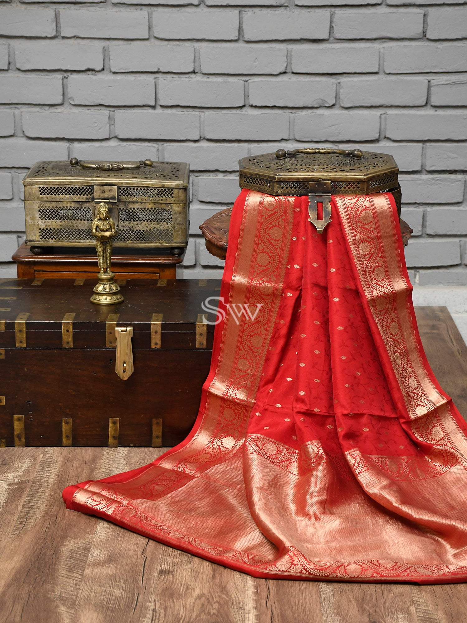 Red Tanchoi Silk Handloom Handloom Banarasi Saree -Sacred Weaves