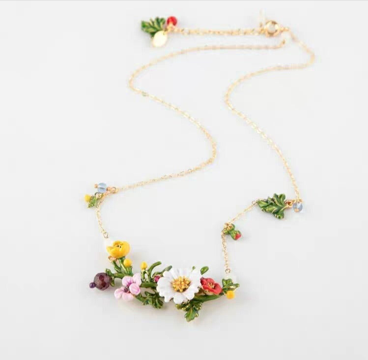 Sister daisy necklace
