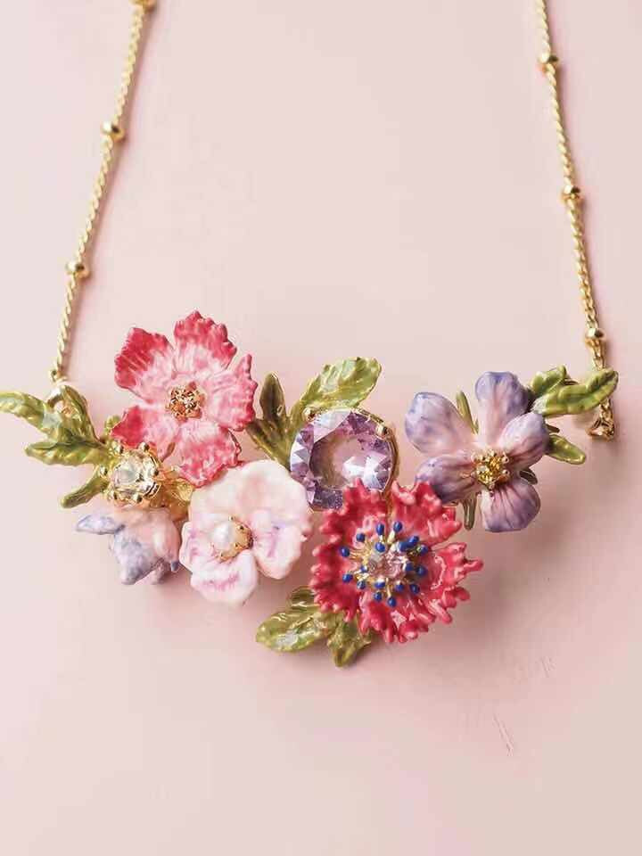 A posy of pansies necklace