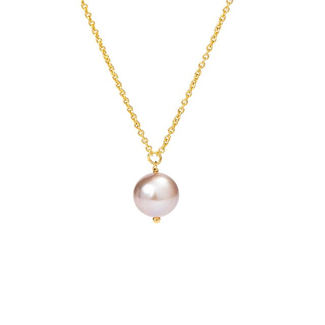 A simple gilder pearl necklace