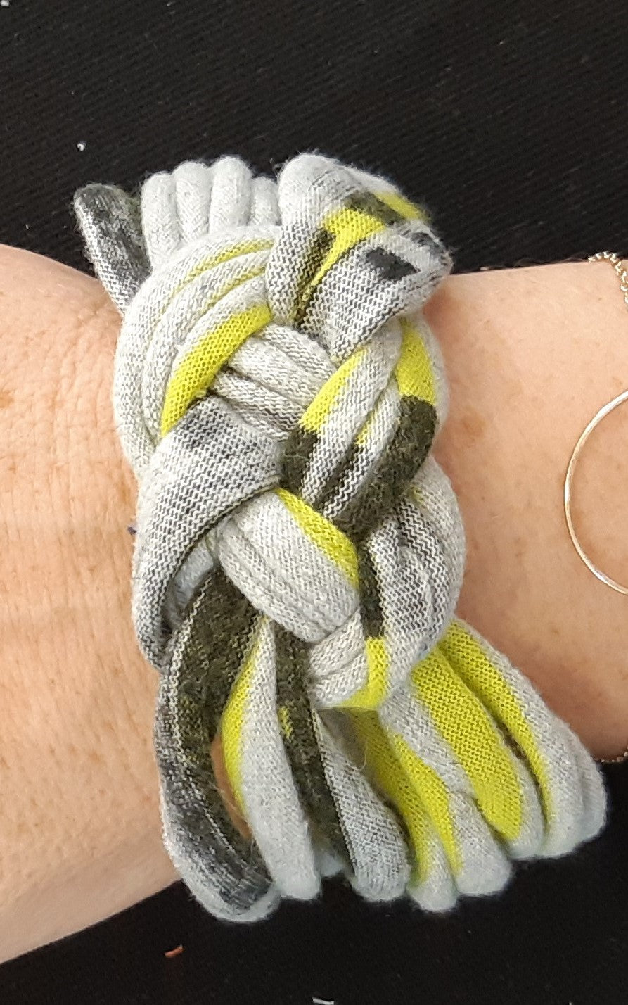 atelier diy upcycling textile bracelet collier tshirt recyclage renaissance creation