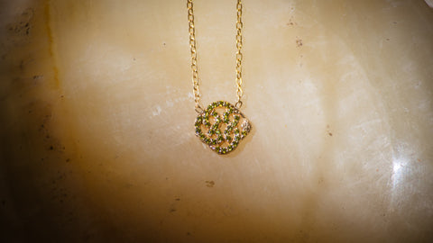 NAGICIA-infinity-pave-peridot-necklace-gold