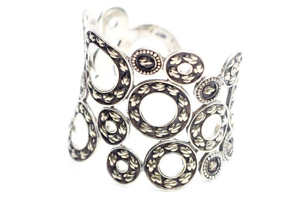Lotus Hearts Circle's Cuff - nagicia