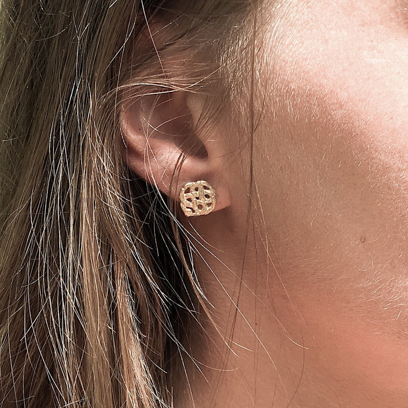 nagicia-infinity-ear-studs-gold-jewelry-handcrafted-in-bali