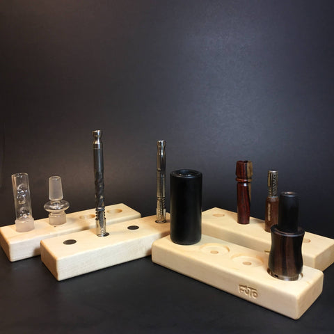 Futo Magnet Stand - Maple - Holds x4 Vaporizers - DynaVap Stand - Desktop Magnetic Display Stand
