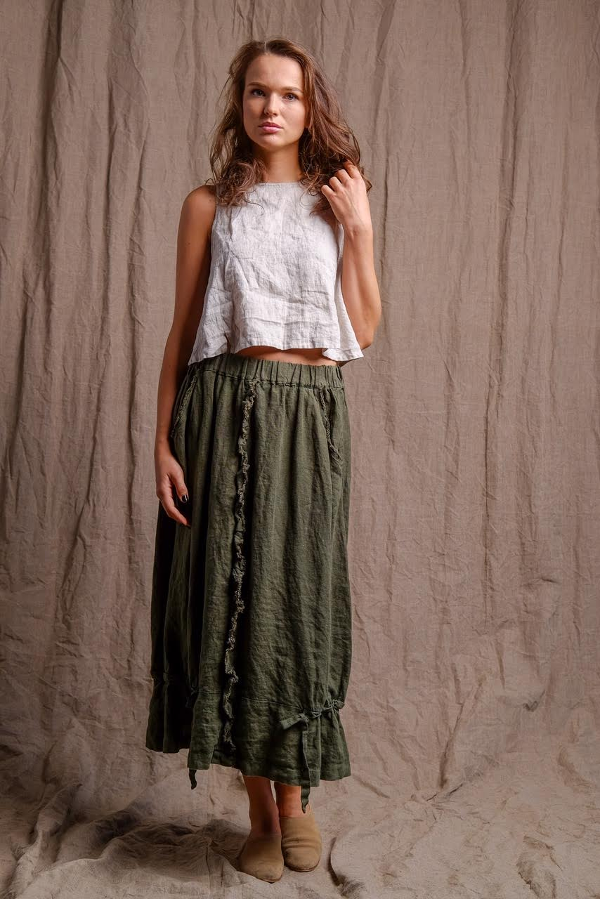 linen-natural-sleeveless-top-green-skirt-outfit