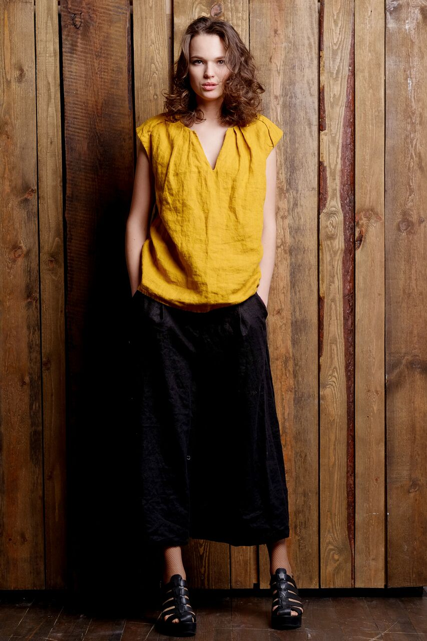 linen-yellow-sleeveless-top-black-pants-flax-outfit