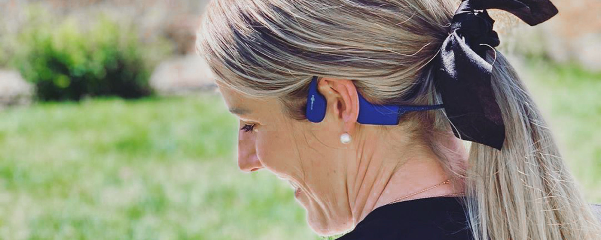 Olympic swimmer Missy Franklin wearing AfterShokz Xtrainerz headphones