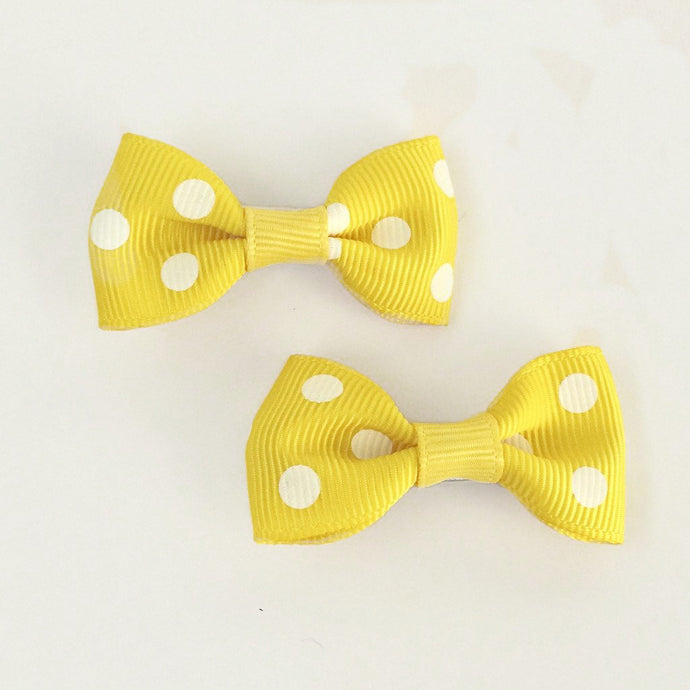 "Girls Set of 2 Small Cross Grain Ribbon Hair Bow Clips 1.75""- Yellow with Dots"