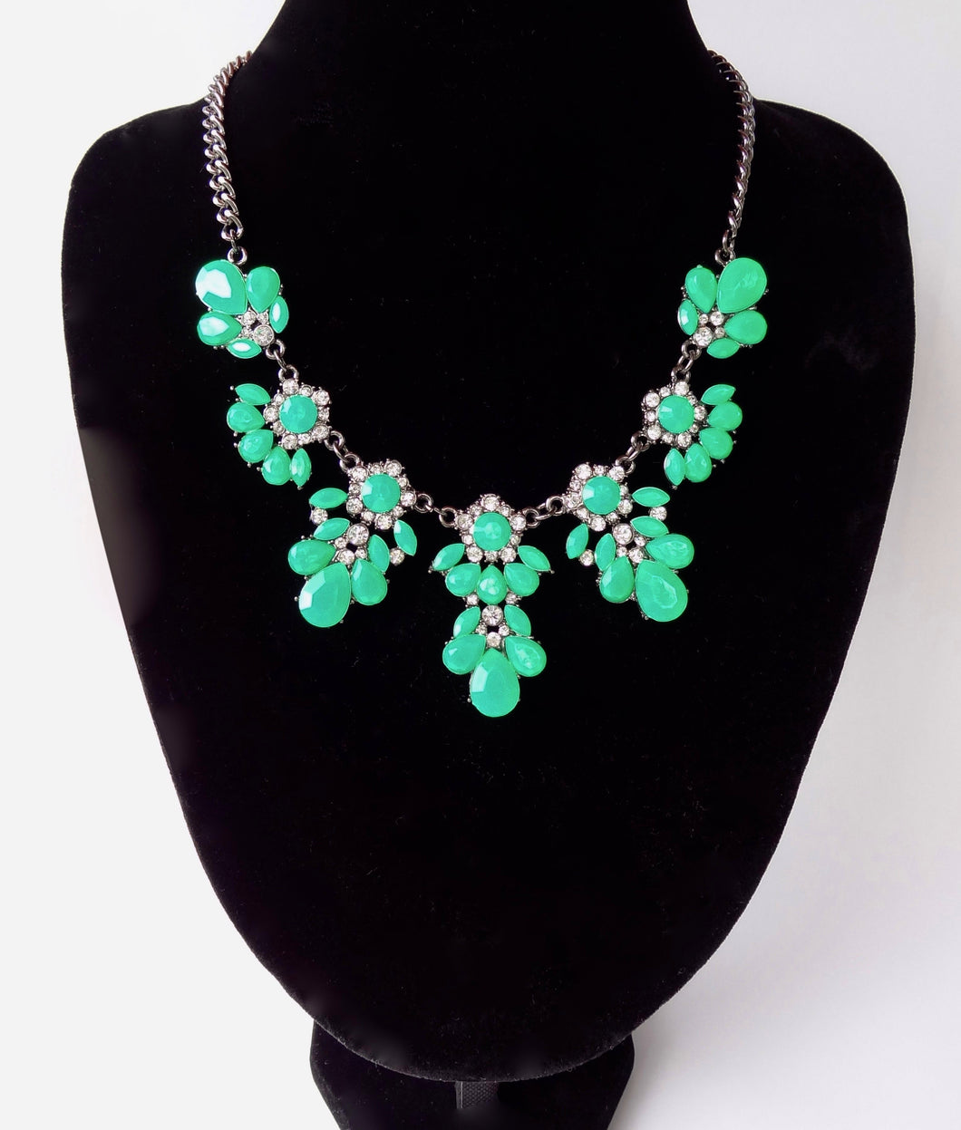 Bright Green Rhinestone Black Chain Fashion Necklace