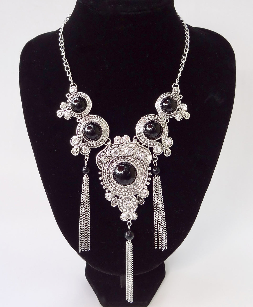 Black Gemstones Fashion Necklace