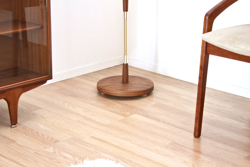 MID CENTURY TEAK & BRASS FLOOR LAMP WITH SHADE